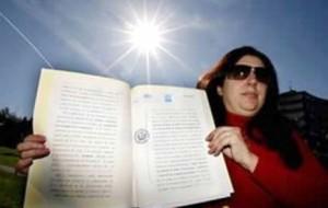 زنی که مالک قانونی خورشید است