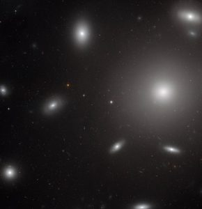 تصویر جدید هابل از کهکشانی غولپیکر در خوشه گیسو