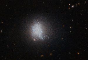 به چه دلیل فضا سیاه و تاریک است؟