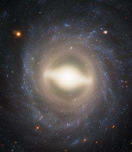 تصویر زیبای هابل از کهکشانی مارپیچی-میلهای