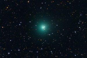 دنبالهداری سبزرنگ در آسمان شب درخشان شده است